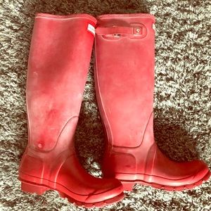 Hunter Tall Red Matte Rainboots. Size 8